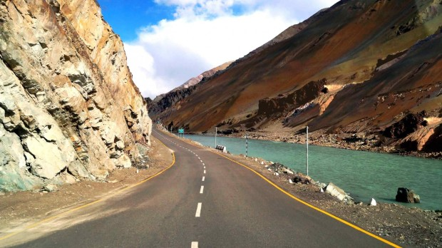 Road-to-Srinagar-to-Leh